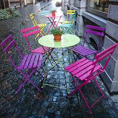 Souverain-Pont (Liège 2017) (LiveFromLiege) Tags: liège liege luik city architecture liegi lieja lüttich wallonie belgique belgium rue street streetphotography souverainpont wattitude chair colors