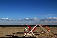 Il vento dell'est (meghimeg) Tags: 2017 albenga sedie chair sole sun mare sea vento wind ombra shadow allaperto openair spiaggia beach