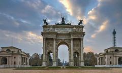Arco della Pace all'alba (Fil.ippo) Tags: arcodellapace archofpeace architecture neoclassic monument cityscape milano milan d610 sunrise alba filippo filippobianchi