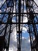 estructura del puente colgante (doloreslopez2) Tags: estructura cielo nubes trocitodepuente