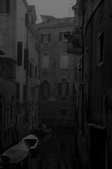 Labirinto acqueo (s81c) Tags: grigio grey rio canale canal palazzi palaces bn bw venezia venice barche boats acqua water labirinto labyrinth