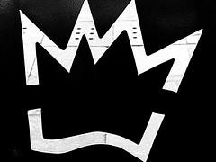 Comiendo en Burger King | Eating at Burger King | Mangiare al Burger King (Raul Jaso) Tags: blackandwhite bw byn blancoynegro silhouettes corona burgerking crown silueta biancoenero coronas crowns silutetas dmcfh8 panasonicdmcfh8