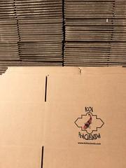caja con logo de Koi Hacienda