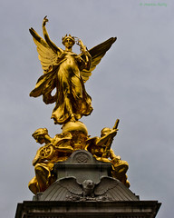 Winged Victory, Victoria Memorial, London (MJ Reilly) Tags: london westminster statue memorial londonstatues nikon d90 nikond90 victoria victory gilded victoriamemorial buckinghampalace themall