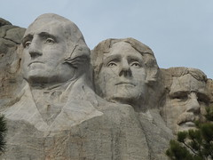 Mount Rushmore National Memorial, SD (twiga_swala) Tags: south dakota mountrushmore tourist attractions iconic sculpture mountain carving presidents heads faces relief hills town small americana resort heartland usa north america county black rock formation rushmore ラシュモア山 アメリカ合衆国 サウスダコタ州 同公園 рашмор гора блэкхилс ブラックヒルズ южная дакота сша góra monte pomnik monumento 拉什莫尔山 presidential mont gutzon borglum ガットスン・ボーグラム