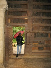 img_1512.jpg (cmrowell) Tags: door umbrella spain gate petra alhambra granada spain2002 gateofjustice justicegate backpackpurse