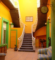 Hotel (Jesus Guzman-Moya) Tags: mxico mexico hotel interestingness colores verdeeamarelo reloj puebla escaleras babel thecontinuum sonycybershotdsct1 i500 500i 2on2 buena2 buena4 exc2 buena1 exc1 buena3 chuchogm ph504 jessguzmnmoya anawesomeshot