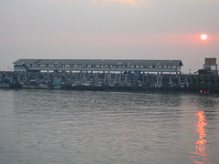 Ferry Wharf 005 (Sanjay Shetty) Tags: india ferry wharf mumbai bhaucha dhakka