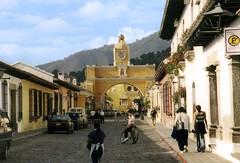 Antigua, Guatemala (avaloncm) Tags: people mountain arch guatemala 123 321 antigua reportcard 1on1 notpicked scoreme 100points 63points posneg lovephotography 1want5