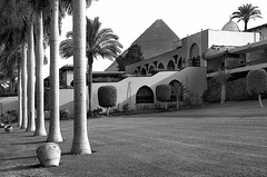 Mena House, Pyramid View, Cairo. (Goldmanoz) Tags: blackandwhite bw tag3 taggedout architecture buildings blackwhite tag2 tag1 muslim egypt cities cairo pyramids hotels giza