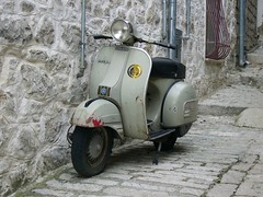 Old Vespa (menteblu61) Tags: vespa wasp moto oldfashion strangeness i500 interestingness456 menteblu61
