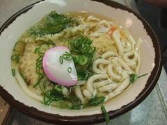 Tempura Udon (toyohara) Tags: japan udon 2006 osaka tempura kansai negi kamaboko naniwa