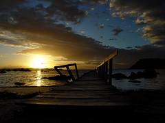 Ponte Da Saudade [Bridge of Longing] (Jim Skea) Tags: bridge sunset pordosol brazil brasil riodejaneiro island top20sunrisesunset quality 20051127 ponte sonydscf717 ilha paquet baadeguanabara creamme jimsk pontedasaudade 3wayicon vision1000 visiongroup vision100 vision10000