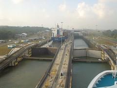 放射性廃棄物を乗せた船、パナマ運河を通過し日本へ