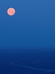 Moonset (konaboy) Tags: ocean morning sky moon dawn moonset 21691b pinkpinkmoon