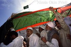 Pakpattan-01 (Nicola Okin Frioli) Tags: pakistan portrait photography photo foto photographer photojournalism punjab pilgrimage fotografo photojournalist okin okinreport wwwokinreportnet nicolaokinfrioli fotogiornalista pakpattan babafareedganj nicolafrioli
