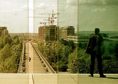 Split horizon (Hughes Lglise-Bataille) Tags: paris france color topf25 nanterre olympus 2006 ladefense streetphoto e500 topv1000
