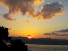 sunrise (balavenise) Tags: light sun sol night sunrise turkey soleil istanbul east soleillevant flickrgiants