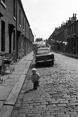 Halifax, Yorkshire, 1972. (Fray Bentos) Tags: england yorkshire housing 1970s halifax