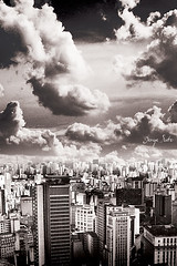 ama kingdom (Jorge Sato) Tags: city cidade sky bw building interestingness sopaulo kingdom pb cu sampa prdios reino hampos jorgesato