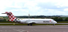 Volotea Boeing 717 taxiing at Cork Airport (aodhgn_tuohy) Tags: travel ireland tourism airport ramp aircraft cork aviation airplanes aeroplane tourists boeing beacon taxiing b712 7172bl