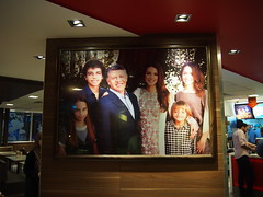 Found The picture of The Jordanian Royal family at a restaurant!