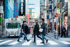 Shibuya Afternoon (Jon Siegel) Tags: nikon nikkor d810 50mm 12 nikon50mmf12ais men boys fashion style cool shibuya tokyo japan japanese afternoon daytime street crossing crosswalk city urban