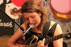 Roos Rebergen 7437-5_4292 (Co Broerse) Tags: music guitar vocals kalf contemporarymusic roosbeef rawedge roosrebergen mpopmusic composedmusic cobroerse instoreoptreden concertorecordstore melodicpopmusic