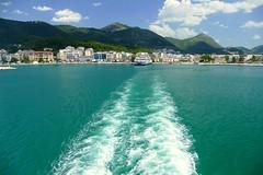 Blanco (alfonsocarlospalencia) Tags: blanco grecia costa jónica autopista continuación mar aire montañas efecto agua espuma azul luz paraíso puerto huellas camino turquesa estela