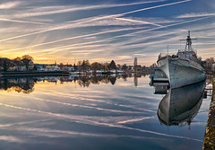 Sunset in Hamelin (MrHansFromSomewhere) Tags: hameln hamelin germany deutschland norddeutschland niedersachsen lowersaxony water waterscape weserbergland weser reflection reflektion landscape landschaft stadt city sunset cloudsstormssunsetssunrises clouds cloudporn sky skyporn colors colorfull sony sonyimages sonyalpha sonya6000 sonnenuntergang sonyalpha6000 sonne sigmaart sigma sigma19mm28 prime festbrennweite