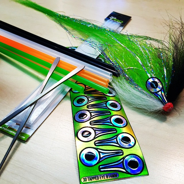 Tied up a big badass pikefly this morning  with the brand New Pro predator tubing, flexineedle XL and 3D printed tapped eyes in 14mm. The predator tube is available in black, clear, fluo green and fluo Orange, and fits perfectly on the new flexineedle XL.