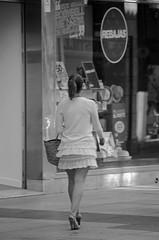 Con chaqueta y en Julio ! (Cazador de imágenes) Tags: street summer españa woman girl female photo donna mujer spain nikon chica candid streetphotography verano streetphoto espagne spanien spagna spanje ragazza spania palencia 西班牙 castillayleón 2015 spange castileandleón d7000 castilleetleón kastilienundleón