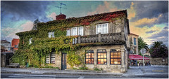 (184/15) La casa de la hiedra II (Cambados) (Pablo Arias) Tags: espaa photoshop spain arquitectura galicia cielo nubes pontevedra hdr texturas cambados photomatix pabloarias