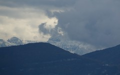 Alpes desde Lago Leman / Alps from Lake Leman (José Rambaud) Tags: alpes alps alpen leman lagoleman lakeleman montañas moon snow snowcapped snowy nieve suiza suisse switzerland europa otoño tinte clouds nubes lago tormenta