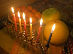 Hannukah Colours - The Fifth Night (Pushapoze (MASA)) Tags: hannukah hannukiah menorah pomello clementines fifthday candles bougies