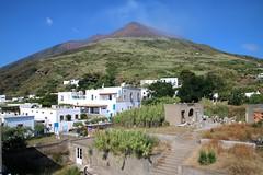 Volcan Stromboli (Charles.Louis) Tags: île éolie éolienne volcan archipel mer village stromboli