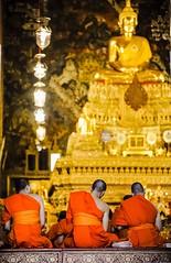 Monks praying at the Wat Pho in Bangkok, Thailand. (Ramses 2) Tags: ceremony religion travelphotography travel buddhism buddha praying golden asia asien bangkok watpho monk thailand