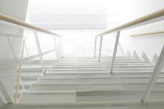 Geometrías en blanco (Micheo) Tags: granada spain museodelamemoriadeandalucía arquitectura architecture blanco geometría minimalismo albertocampobaeza lineas lines steps escalera stairs escalones rayas vertigo