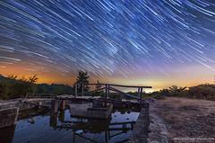 Startrails - Strichspuren - Sternspuren im cilento (Adamus W. Adelus) Tags: sternenhimmel fotografieren nachthimmel sterne milchstrase startrails sternsupten stichspuren cilento canon 6d machen erstellen erzeugen lernen photoshop meer vordergrund