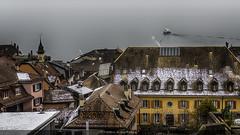 Par dessus les toits (Fred&rique) Tags: lumixfz1000 photoshop hdr suisse nyon lac leman romandie toits neige hiver froid eau bateau architecture paysage cheminées fumée