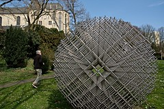 Walking  around it / Er omheen lopen (jo.misere) Tags: abtei museum munchengladbach germany duitsland garden