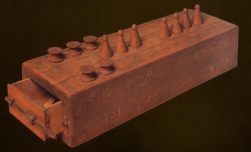 "Senet - Lujoso sistema de objetos lúdicos obsequio del dios Toht a la faraona Nefertari • <a style=""font-size:0.8em;"" href=""http://www.flickr.com/photos/30735181@N00/32369503972/"" target=""_blank"">View on Flickr</a>"