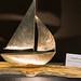 Kunst: Segelboot aus Edelstahl