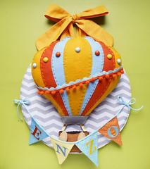 Enfeite para porta de maternidade (Meia Tigela flickr) Tags: artesanato artesanal balão felt guirlanda porta quarto nome manual feltro decoração menino maternidade varal colorido bordado gás enfeite personalizado bandeirolas unissex arquente
