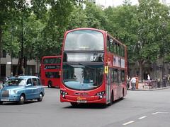 London General WVL476 on route 87 in The Strand (SW11simon) Tags: bus volvo transport 87 londonbus londontransport tfl londonbuses transportforlondon londongeneral goahead wrightbus volvobus goaheadlondon volvob9tl lj61nxf