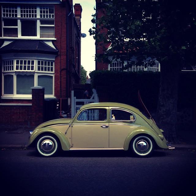 vintage volkswagen beetle retro