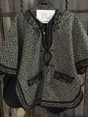 IMG_1056 (tvmovies15) Tags: blanco mujer negro jow chaqueta abrigo rayado