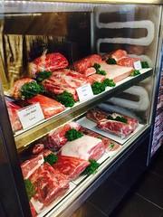 เดอะแกรนด์ บาร์บีคิว ร้านเรามีเนื้อวัวทุกส่วนโชร์ให้ลูกค้าเลือกทานได้ตามใจชอบ
