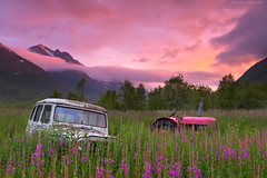 Willys Wagon & Pink Volvo (Kenneth Solfjeld) Tags: pink flowers sky tractor mountains field station norway rural wagon volvo norge soft jeep decay filter 09 lee edge filters willys nordnorge graduated density troms neutral gnd northernnorway 3stop softedge