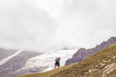 Mamacha disfrutando el paisaje (juanjo.almengor) Tags: montaña indigena cordillera andes vinicunca inkas nevado cusco trekking caminata paisaje nubes clouds mountain colores autoctono